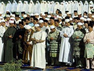 DYMM Al-Sultan dan Yang Di Pertuan Negeri Kelantan mengimami solat...
